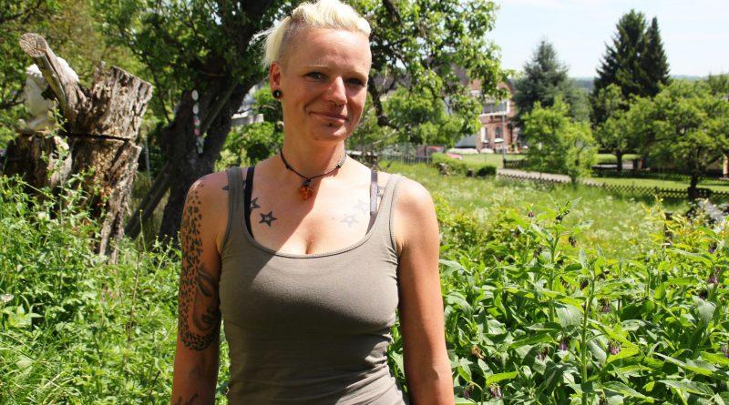 Sabrina Unger kennt sich in der Kräuterkunde aus.