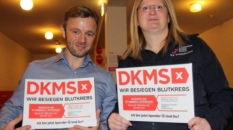 Reiner Schmidt und Michaela Brockmann, Vorsitzende DRK Ortsverband Frickhofen werden für die Typisierung.